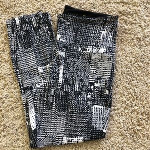 Lysse Black & White leggings. Size Large